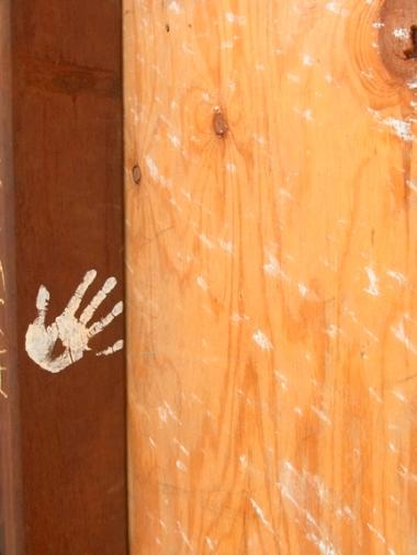 37746904.Handprint